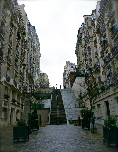 A magnificent street, hidden behind the Sacre Coeur